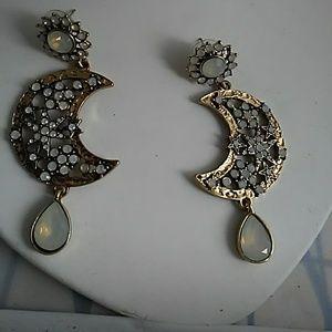 *****  Goldtone Earrings